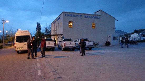 Hot Air Ballooning Cappadocia : Waiting the fly