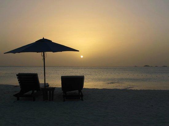 COCOS Hotel Antigua: Sunset on the beach