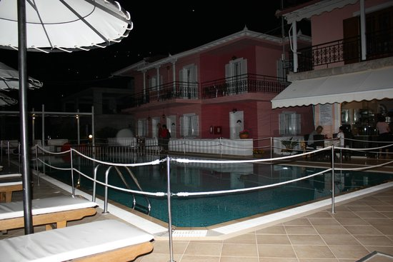 Xenia Apartments : Swiming pool by evening time