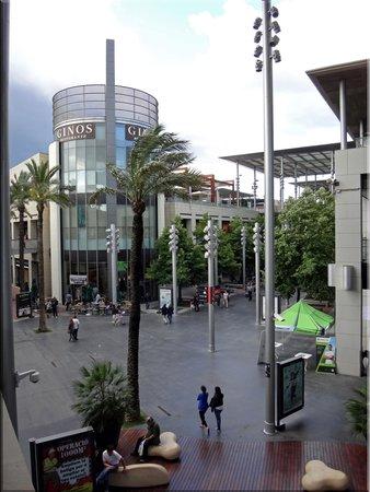 NH Barcelona La Maquinista: Торговый центр рядом