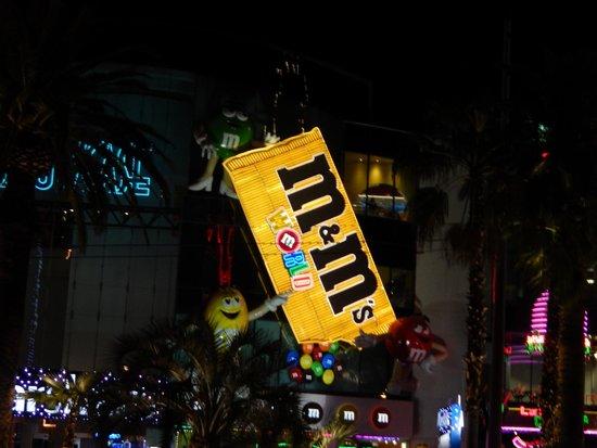 M&M's World: La façade de nuit