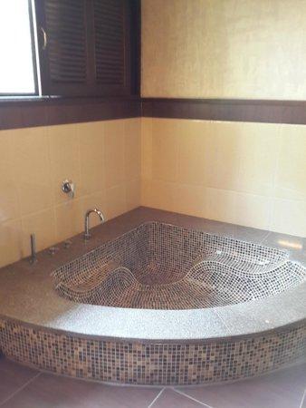 Aahana the Corbett Wilderness: Bathroom