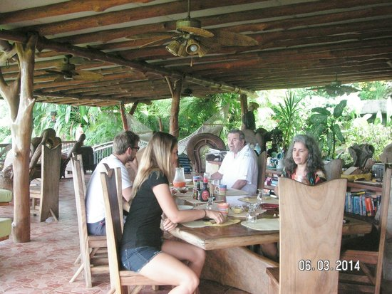 Villa Mango: Breakfast
