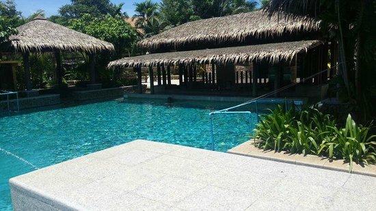 Centara Koh Chang Tropicana Resort: pool bar