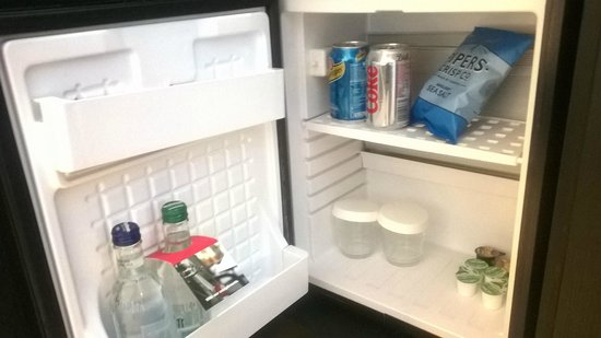 Hotel Indigo Newcastle: Complimentary snacks and drinks in the fridge