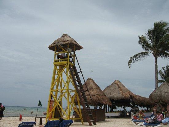 Grand Sunset Princess All Suites Resort: Beach tower
