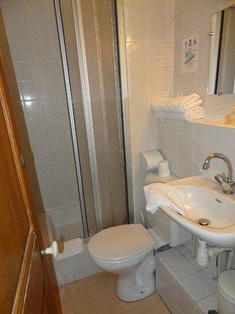 Hotel Saint-Etienne : salle de bain chambre 4 hotel saint etienne caen