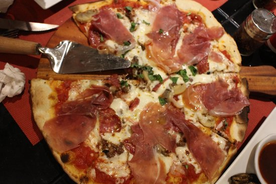 Giuseppe's Italian-Filipino: Everything prosciutto pizza