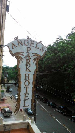 Park Hotel of Hot Springs : Sign, Exterior