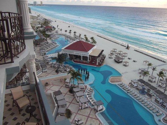 Hyatt Zilara Cancun : Pelicanos restaurant and beach