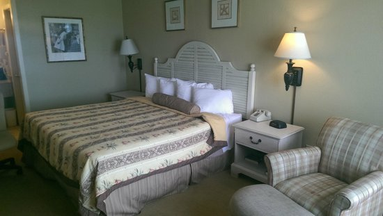 Battleship Inn: king sized bed