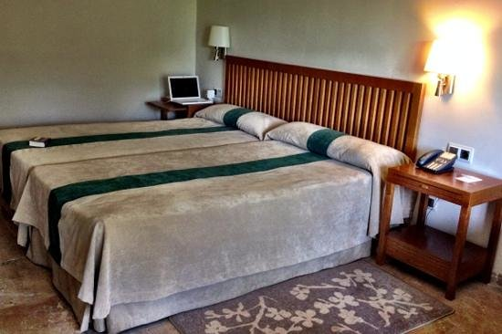 Parador de Cordoba: Room twin beds