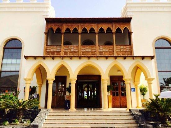 Gran Castillo Tagoro Family & Fun Playa Blanca: Hotel Entrance