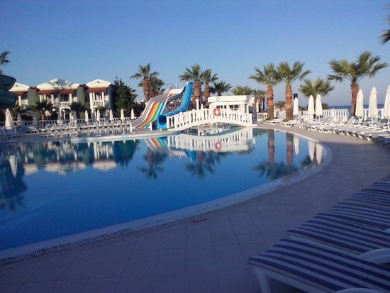 Club Tarhan Beach Hotel : The pool
