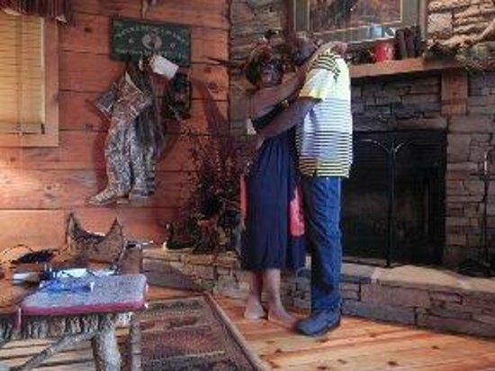 Timberwinds Log Cabins: PIC IN FRONT OF FIRE PLACE