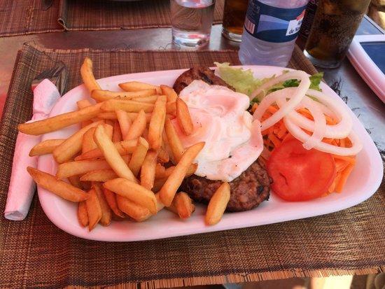 Raposo: Hamburger and fries