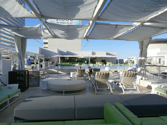 Roof Top Pool And Bar Picture Of Downtown Grand Las Vegas