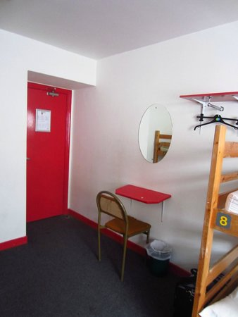 Neptunes Hostel : The entrance and vanity shelf