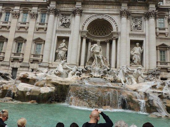 Trevi Fountain: Fontana di Trevi