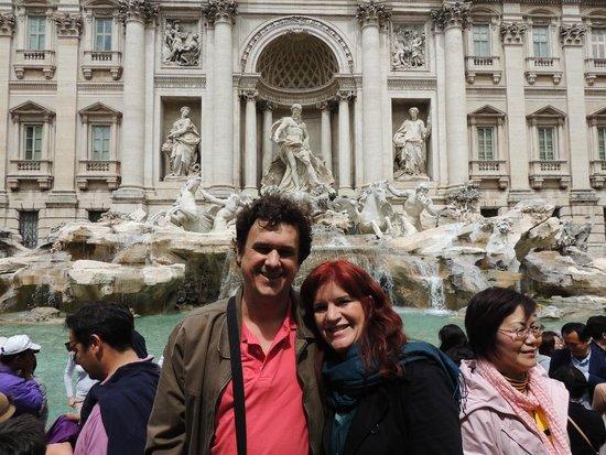 Trevi Fountain: Eu e minha esposa na Fontana di Trevi