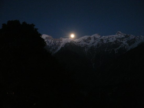 Hotel Kinner Kailash (HPTDC) : View of the moon rise from the room