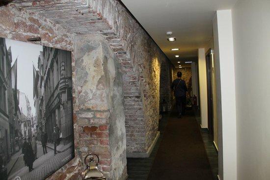 Old City Boutique Hotel: Gang zum hinteren Hotelbereich