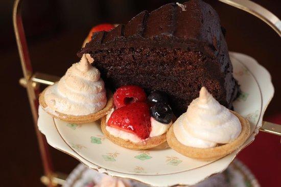 The Chambers: Cake