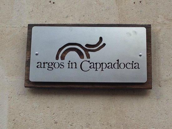Argos in Cappadocia: Placa da recepção.