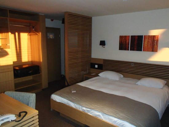 Ana Hotels Sport Poiana Brasov: kingsize bed