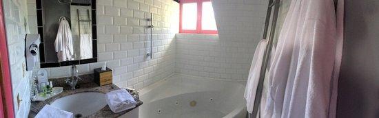 Le Donjon - Domaine Saint Clair: Salle de bain