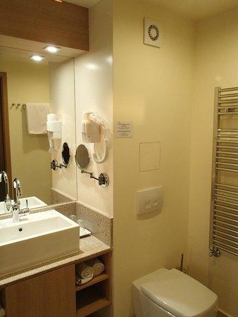 Ana Hotels Sport Poiana Brasov: bathroom