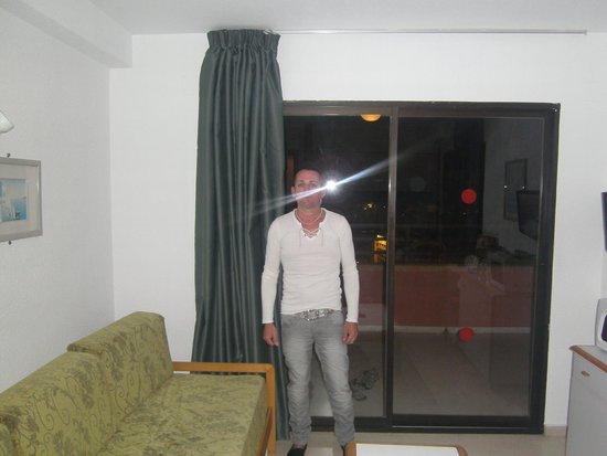 La Caseta Apartments: Room