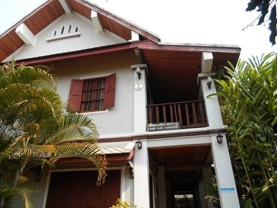 Lao Lu Lodge : Upstairs: one of the windows of room 201 + shared terrace