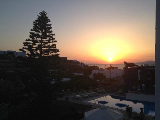 Vienoula's Garden : Sunset from the balcony