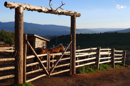 Black Mountain Ranch: the corral, across from the saloon