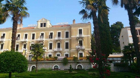 Hotel Opatija: 旧館外観