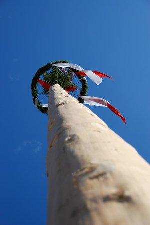 TAUERN SPA Kaprun: The Maypole in Kaprun square.