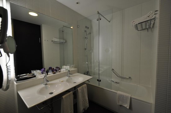 Parador de Antequera : bathroom