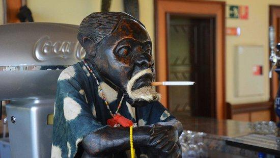 Hotel Riu Palace Cabo Verde : Bar man!!