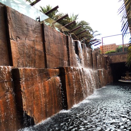 Lopesan Baobab Resort : Waterfall