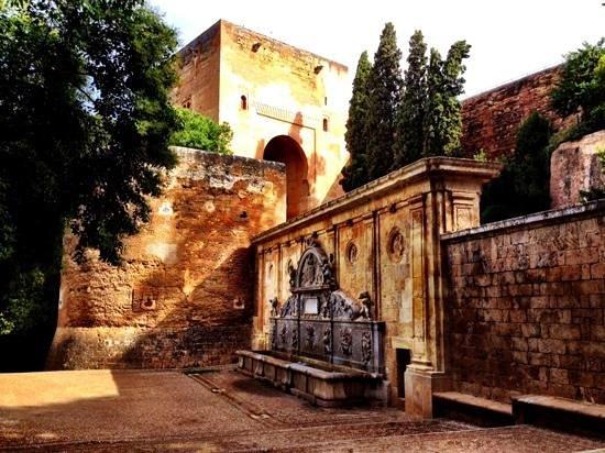 Puerta de Las Granadas: the Alhambra