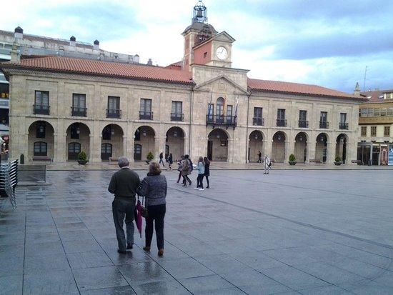 NH Collection Palacio de Aviles: Plaza de España.  Avilés.