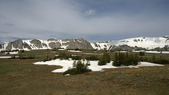 Snowy Range Scenic Byway : Look all the snow still in June