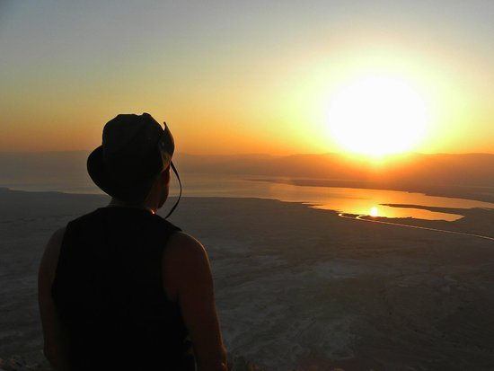 The Masada Hostel: alba sul  mar morto