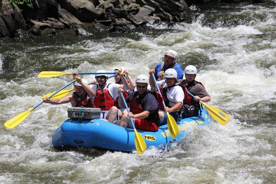 Raft Outdoor Adventures: Paddeling for the rush