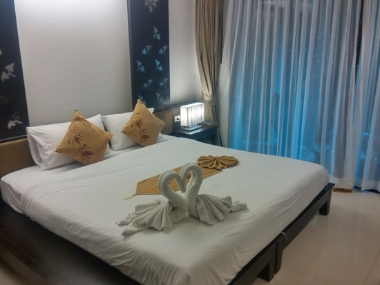 Ananta Burin Resort: Heart shaped swan laid out on our bed.