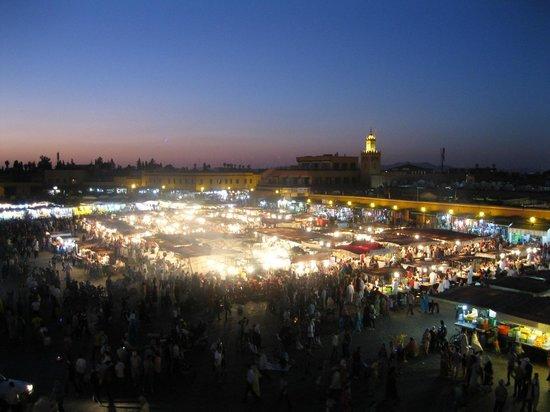 Jemaa el Fna : Der Platz vom Cafe de France aus
