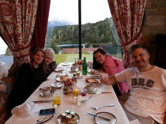 Llao Llao Hotel and Resort, Golf-Spa : Desayunando en familia!