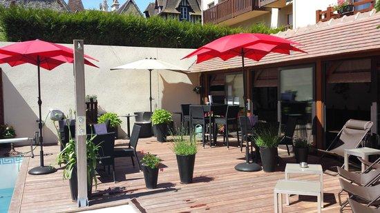 Hôtel Le Trophée : terrasse