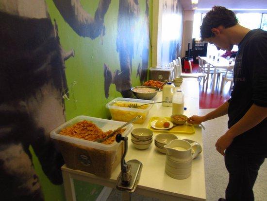 Abigails Hostel: FREE Breakfast!